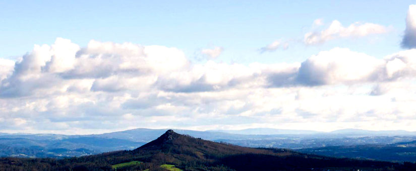 Conmemoración simbólica e restrinxida no cumio do Pico Sacro